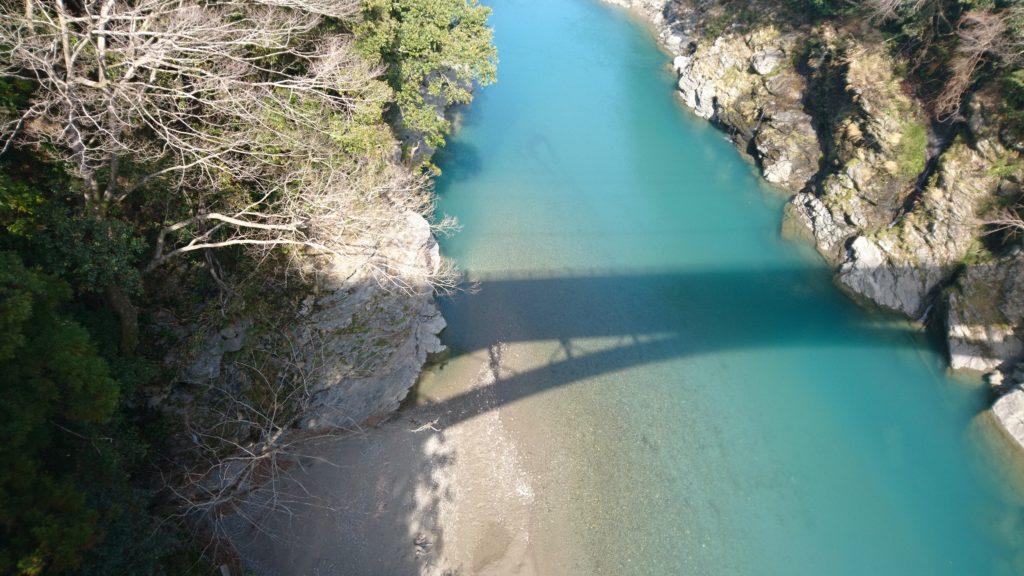 ターコイズの川